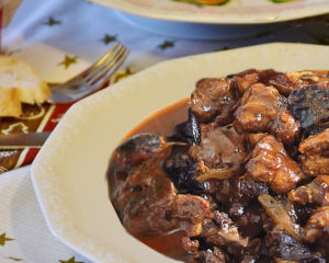 Говядина с черносливом - всем известное, всегда вкусное блюдо со вкусом чернослива