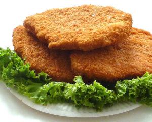 Шницель из курицы - вкусное блюдо из куриного мяса вы виде лепешки, может быть рубленый или натруральный