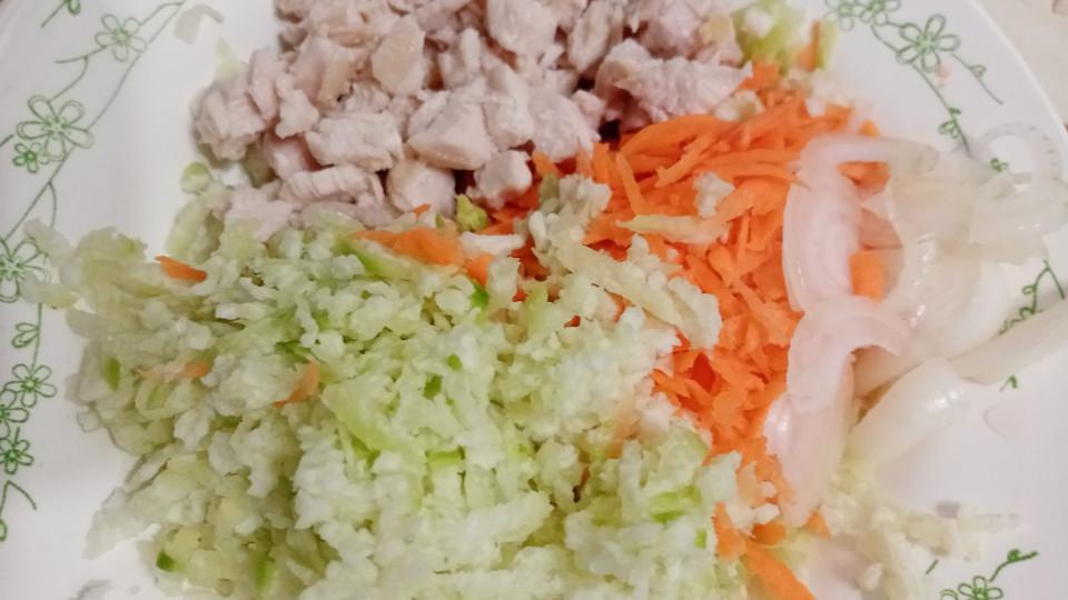 Ингредиенты для салата готовы,просто перемешать и залить маслом