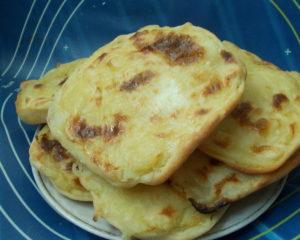 Шаньги - открытые пирожки с начинкой, здесь с картофелем