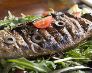 Фаршированная рыба - замечательное блюдо для общего стола, как праздничного, так и повседневного стола