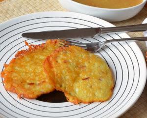 Картофельные драники - это всегда маленькое удовольствие, они вкусные, хрустящие и не забудьте, такими они остаются. пока горячие