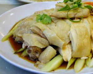 Курица отварная - это вкусное, простое в приготовлении и главное - очень полезное блюдо