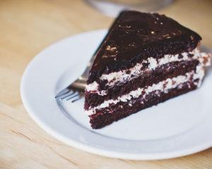 Торт черный маклер на смородиновом варении - настоящий домашний торт, где тесто с смородиновым вареньем
