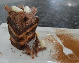 Очень вкусный шоколадный торт Прага из шоколадного теста с шоколадным кремом и глазурью
