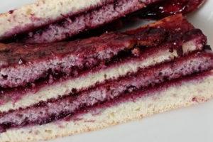 торт счерносмородиновым вареньем