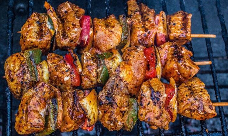 шашлык - мясо на шампуре