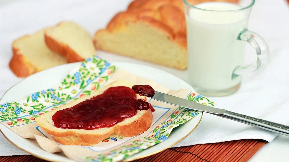 Бутерброд с джемом