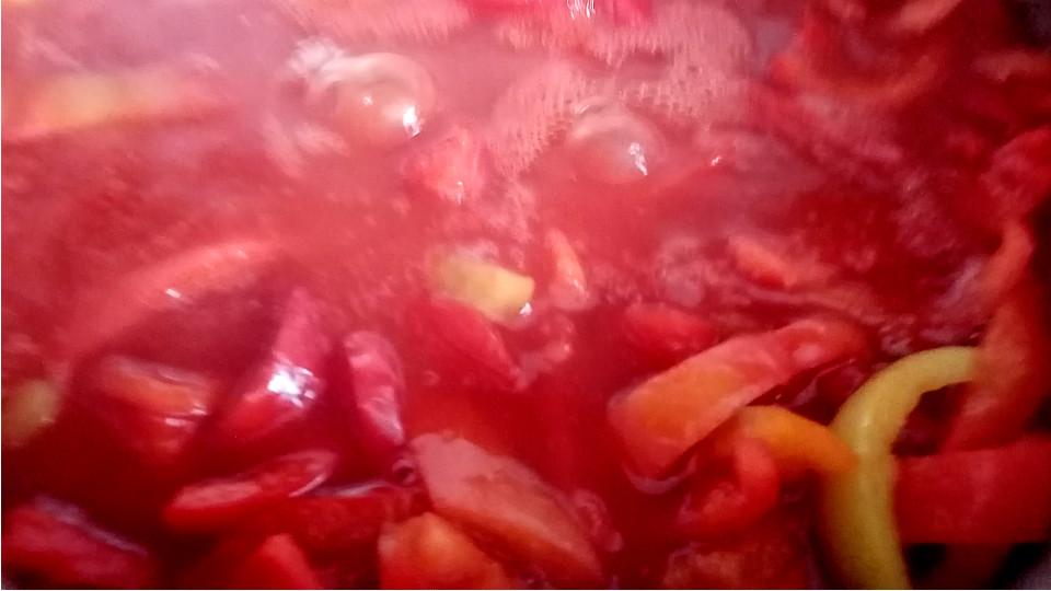 Приготовление лечо из сладкого перца и помидоров