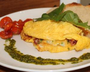Бризоль - вкусное яичное блюдо похожее на омлет с добавлением мяса, рыбы и других продуктов