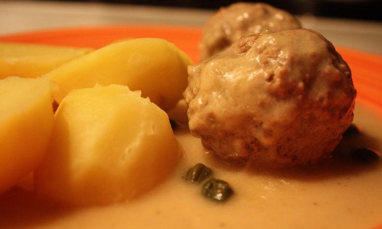 Замечательное блюдо из протертого куриного фарша, очень нежные и вкусные кнели