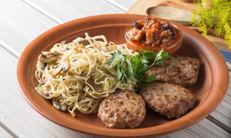 Котлеты приготовленные из мяса, вкусные, сочные, вам непременно понравятся