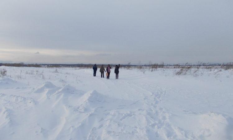 Зимой на прогулку на речку в праздничный день - ни мороз, ни ветер не могут нас задержать дома