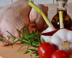 Есть множество разнообразных рецептов для приготовления блюд из мяса курицы