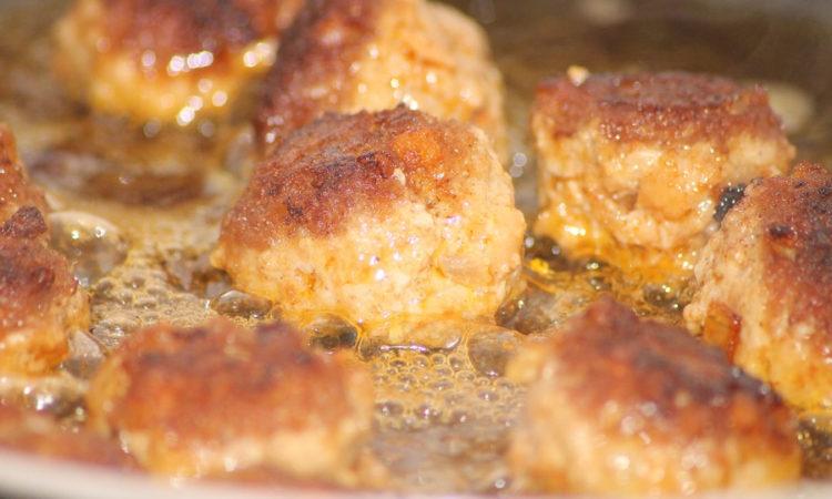 Биточки куриные очень просто готовить, получаются замечательные, нежные, вкуснейшие биточки