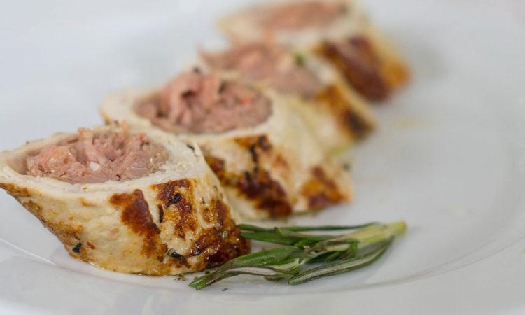 Замечательное вкусное блюдо из мяса курицы, фаршированное начинкой
