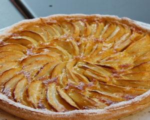 Шарлотка с яблоками -вкусный яблочный десерт, простые ингредиенты, немного времени и к чаю вкусный пирог готов