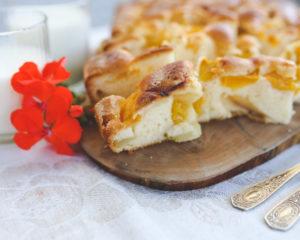 Австралийский пирог приготовить очень просто, термически обработанные фрукты вмешиваются прямо в тесто. Пирог вкусный, мягкий, сладкий