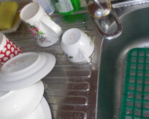 Чистая посуда - залог вашего здоровья, а с помощью каких средств мыть её -выбирать вам, если есть вопросы - возможно наши ответы вам помогут