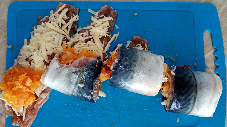 Рыбные рулеты из филе скумбрии