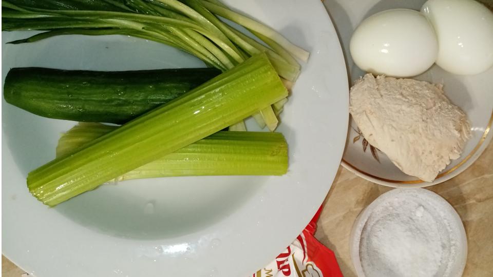 ингредиенты для салата с черемшой