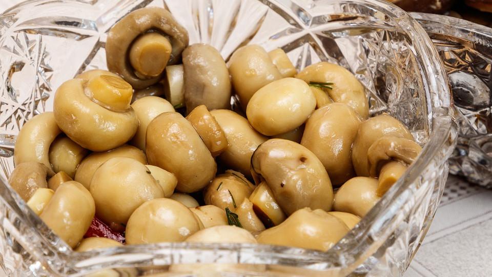 Грибы маринованные для салата